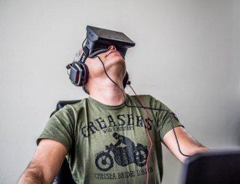 Sex ve virtuální realitě zprostředkuje zařízení VR Tenga