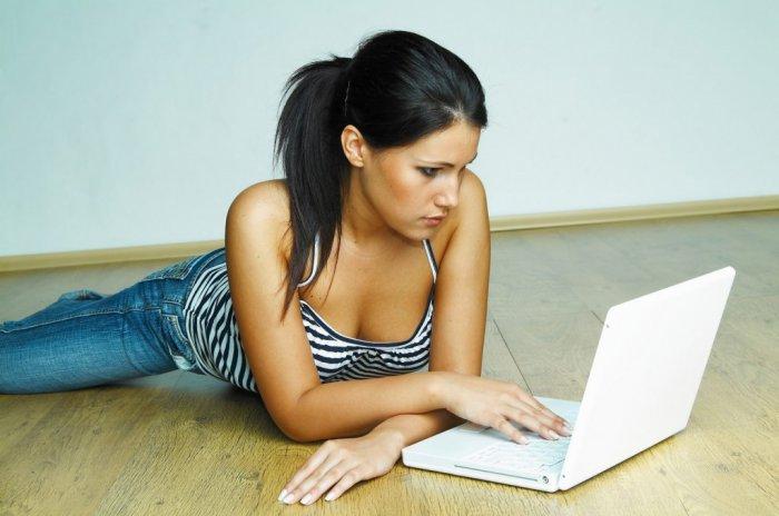 Čubky z internetu! Jak dostat do postele blogerky a roztahovačky z Tinderu?