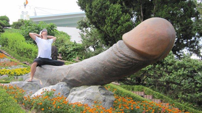 Šok! Velký penis díky erotickým pomůckám!