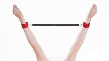 Příručka Nadsamce – Roztahovací tyč v akci! Jak ji používat, abys uspokojil sebe i partnerku?