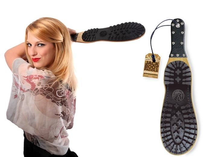 Spanking plácačka pro fetišisty na boty