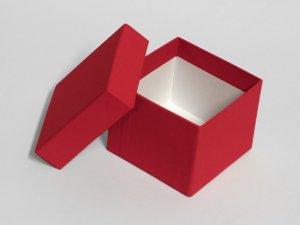Dárková krabička se stuhou (8,5 x 8,5 x 7 cm) – Dárkové krabičky a tašky