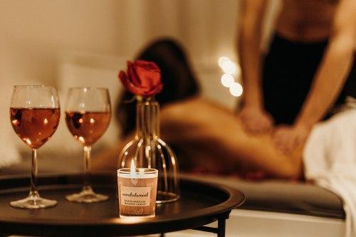 Afrodiziakální masážní svíčka MAGNETIFICO - Enjoy it! Coconut