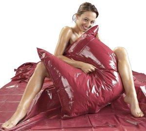 Lakovaný vinylový povlak na polštář, bordeaux – Lakované ložní prádlo (lesklé)