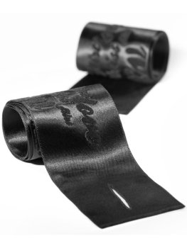 Hedvábná pouta na ruce – Pomůcky na bondage (svazování)