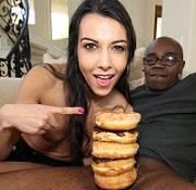 A kolik donutů navlíknete na partnerovu okrasu vy?