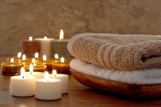 Nakupte svíčky, přichystejte velké osušky, deky. Teploučko u masáže je moc důležité