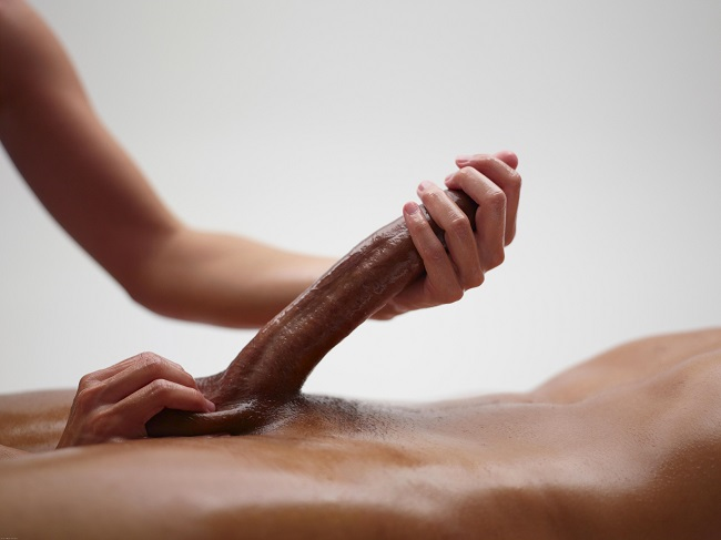 itlivá a zkušená práce rukou je základem předehry, vyvrcholení i dohry