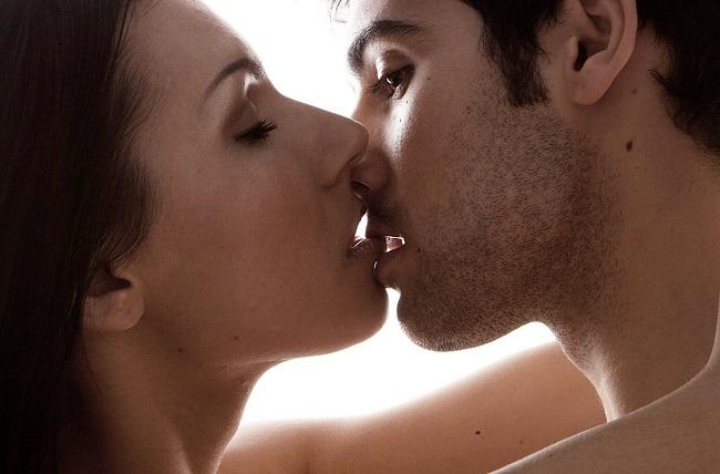 Líbání se spermatem úžasně posune vaši intimitu o krok dál