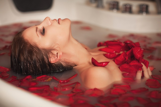 Jako žena musím potvrdit, že orgasmus v horké vaně patří k těm nejpříjemnějším