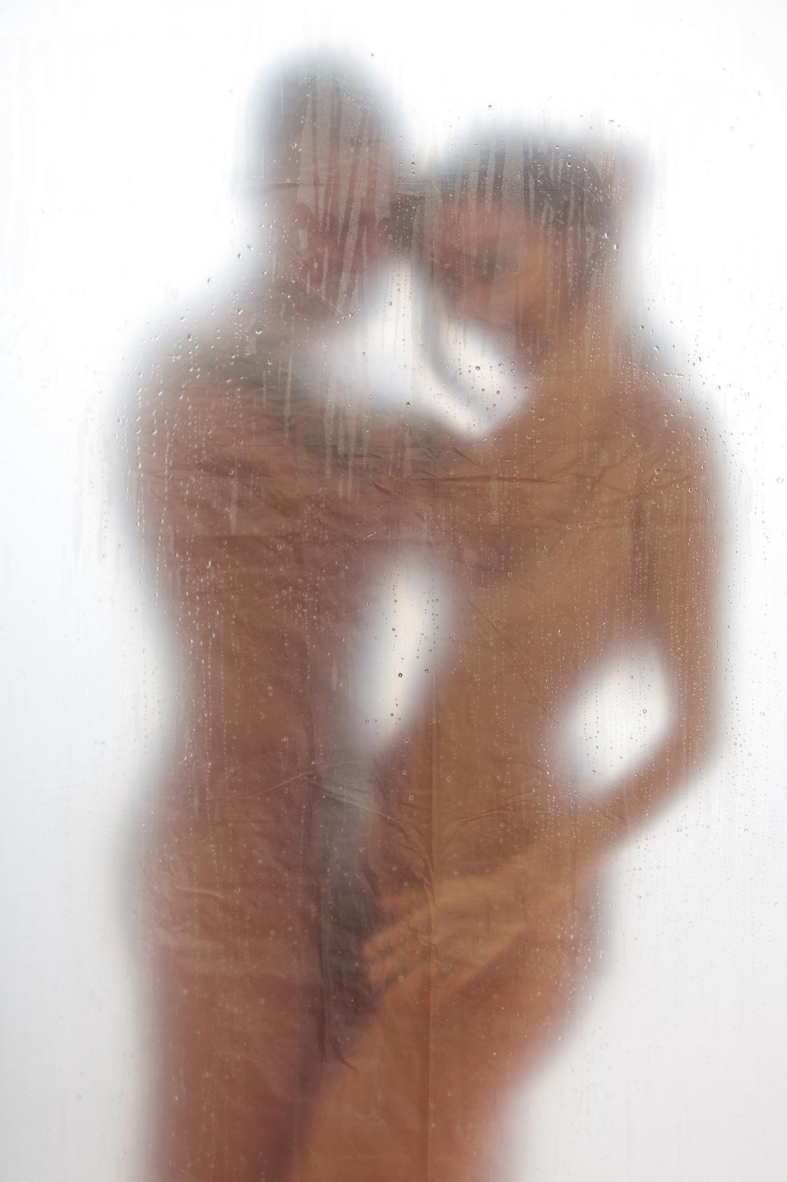 Секс за занавеской