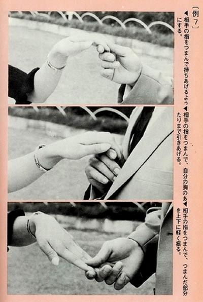 """Pro ty, kteří dokonale zvládli předchozí techniku """"propletených prstů"""", nabízí příručka pokročilejší techniku vhodnou pro elegantní páry."""