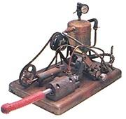Manipulátor - parou poháněný první šukací stroj historie
