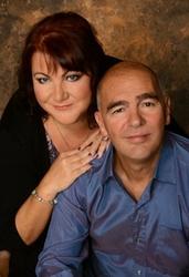 Manželé Sue a Kieth jsou zakladateli swingers hotelu Paradise