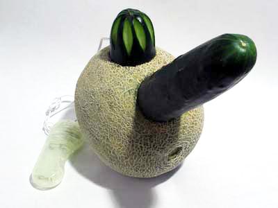 Okurkové dildo s vibračním pahorkem můžete s potěšením osedlat.