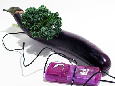 Vibrátor z lilku s masážní hlavicí ze salátu