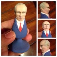 Anální kolík je věrnou podobiznou ruského prezidenta Putina.