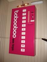Decentně vyhlížející automat na erotické pomůcky Tabooboo