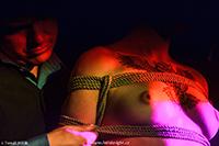 Ukázka bondage na loňském ročníku Fetish Night Prague