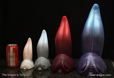 Dildo od Bad dragon ve tvaru dračího jazyka. Na výběr je ze čtyř velikostí a nespočtu barevných variant. Cena začíná na 65 dolarech (1 300 korunách) za nejmenší a 180 dolarech (3 600 korunách)za největší dildo.