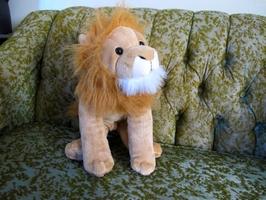 Na první pohled obyčejný roztomilý plyšový lvíček