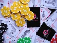 KamaPoker obsahuje i speciální sadu herních žetonů.