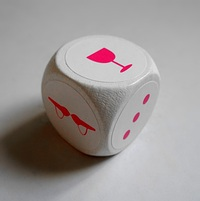 Hrací kostka v Nevinných hrátkách obsahuje místo číel pět a šest speciální symboly.