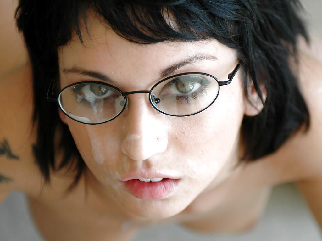 Spousta chlapů si užívá i finální výstřik na brýle.