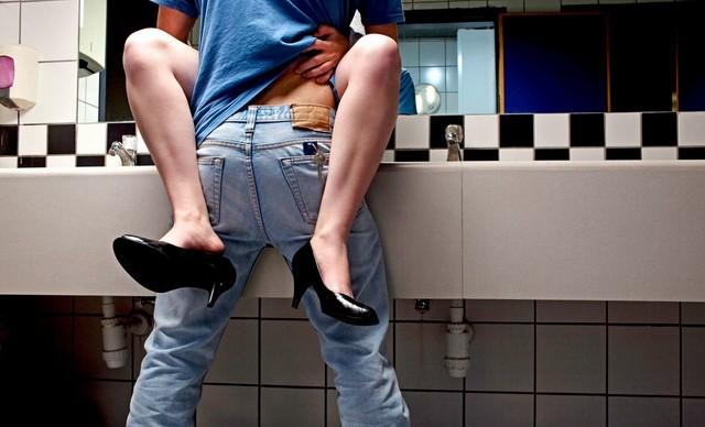 Rychlovka na toaletách – pokud jsou čisté, proč ne.