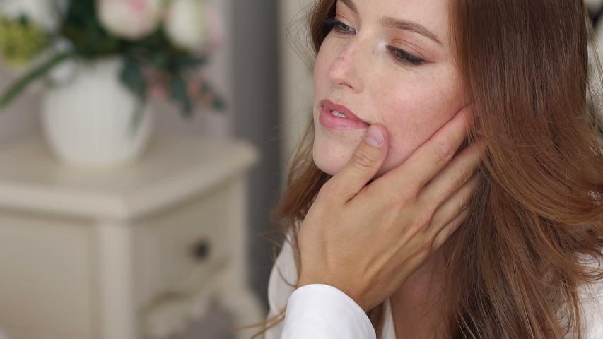 něžné doteky mohou způsobit ASMR