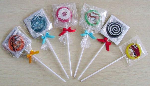 Kondomy ve tvaru lízátek