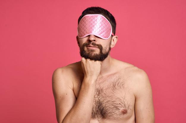 Společná masturbace s maskou na oči