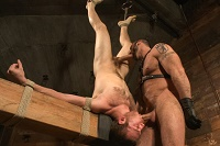 Fanoušci BDSM a bondage mají při této poloze velkou výhodu