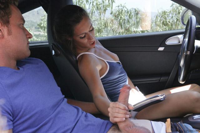 U volantu se zmůžete maximálně na ruční práci nebo orál.