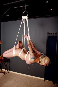 Závěsná bondage